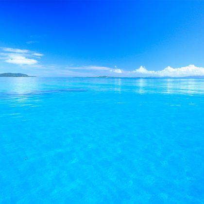 パナリ島ツアーで行ける青い海