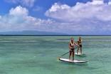 SUP(スタンドアップパドルボード)は、ボードに立ってパドルで漕ぐ水上スポーツ。フサキビーチ沖でのクルージングをお楽しみ下さい。