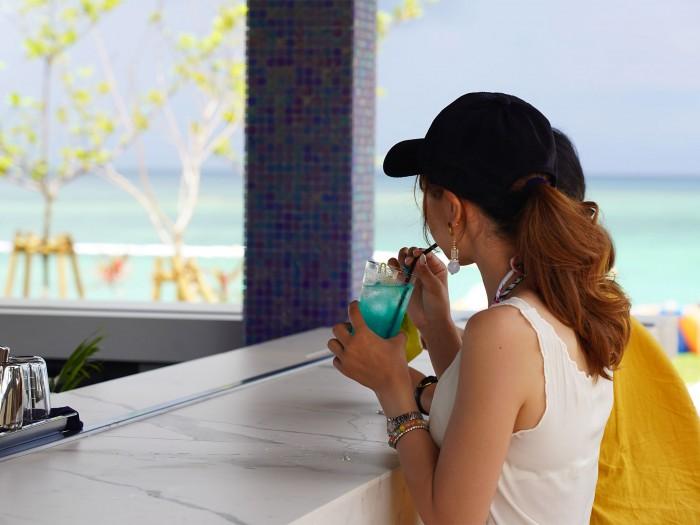 石垣島のビーチサイドにあるバー