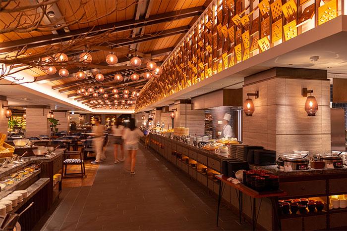 <GoToトラベルキャンペーン割引対象>夜はホテルでゆっくりと♪ディナーブッフェで世界中の料理を堪能◆夕食&朝食付き