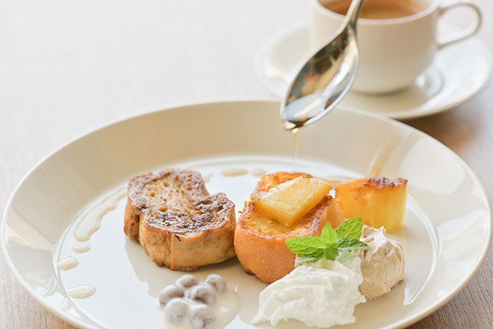 朝食メニューのフレンチトースト