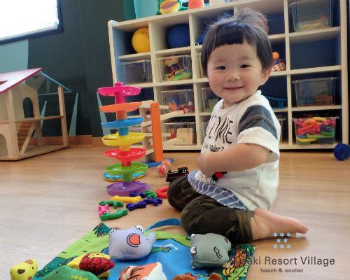 フサキの託児所で遊ぶ男の子