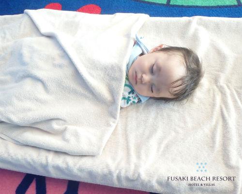 フサキの託児所でお昼寝する男の子