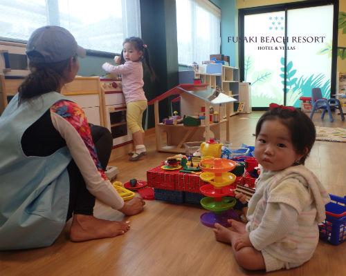 フサキの託児所で遊ぶ兄弟