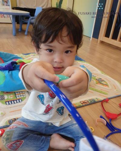 フサキの託児所でおもちゃで遊ぶお琴の子