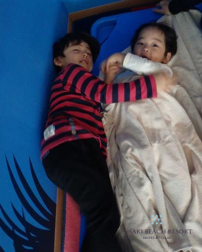 フサキの託児所でお昼寝する兄弟
