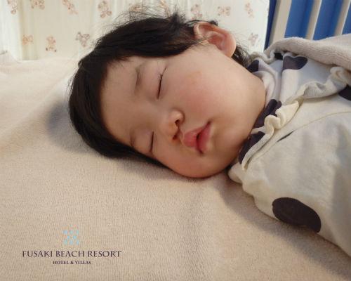 フサキの託児所でお昼寝する女の子