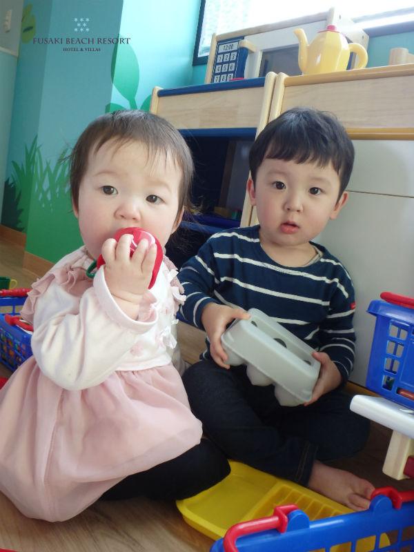 フサキの託児所で遊ぶ兄妹