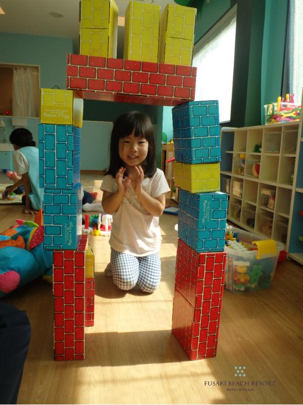 フサキの託児所で遊ぶ女の子