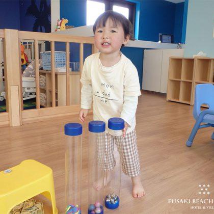 アヤパニのおもちゃで遊ぶ2歳のお客様の様子
