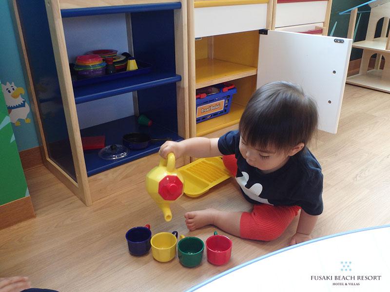 アヤパニのおままごと道具で遊ぶ1歳8か月のお子様
