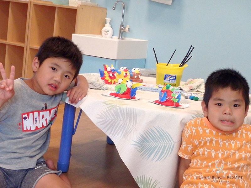 アヤパニ子供教室シーサー作りに参加した兄弟