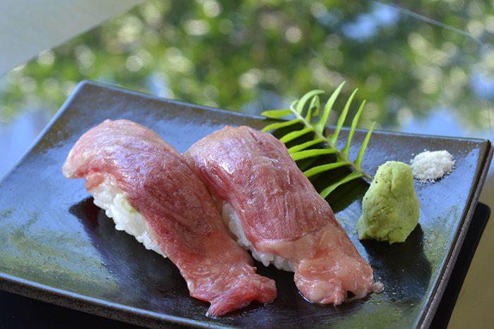 石垣牛の炙り寿司(2貫)